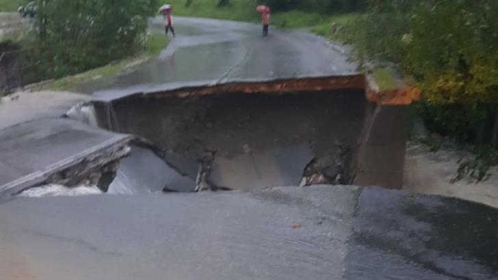 ALERTĂ MAXIMĂ în Hunedoara! S-a prăbușit un drum național! Au fost pornite sistemele de avertizare acustică a populației