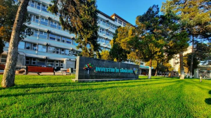 Asistentă de la Spitalul Slatina, depistată cu COVID-19. Femeia revenise din concediul medical