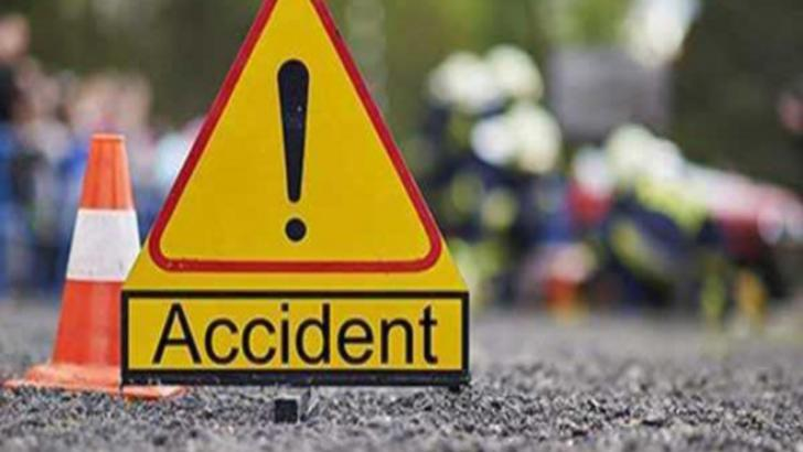 O căruță a fost lovită de un autoturism pe DN 71, lângă Târgoviște, iar un camion s-a răsturnat în afara șoselei, pe DN 72, la Lucieni.
