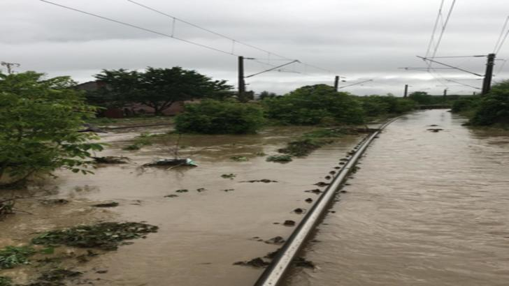 Trenuri blocate în urma unei ploi torențiale în județul Alba