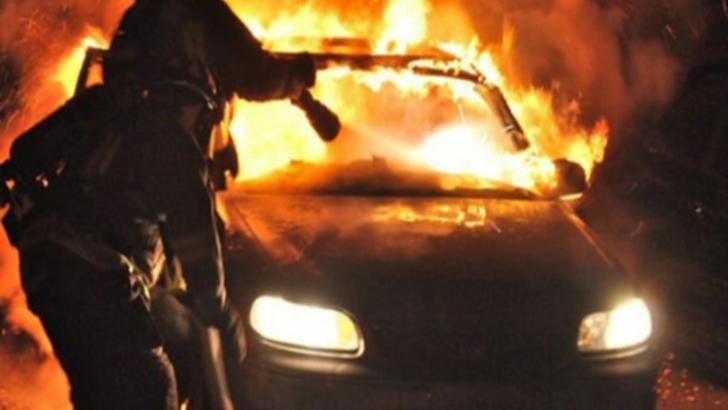 Mașina șefului Poliției de Frontieră Vișeu de Sus, incendiată. Se fac cercetări