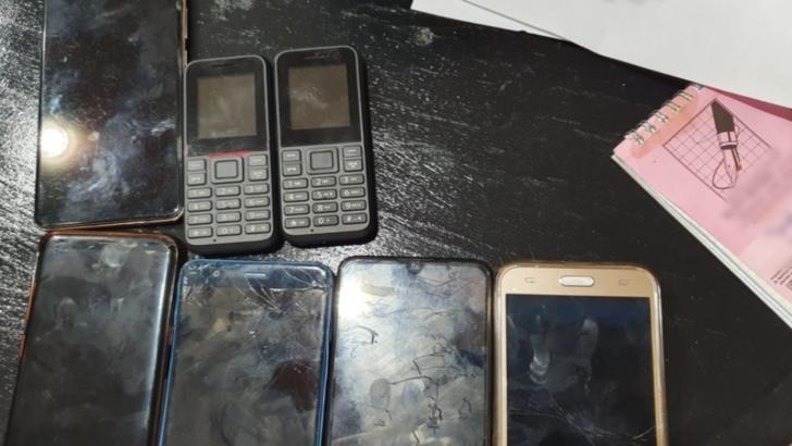 Cinci proxeneți, arestați preventiv pentru 30 de zile, în urma perchezițiilor polițiștilor