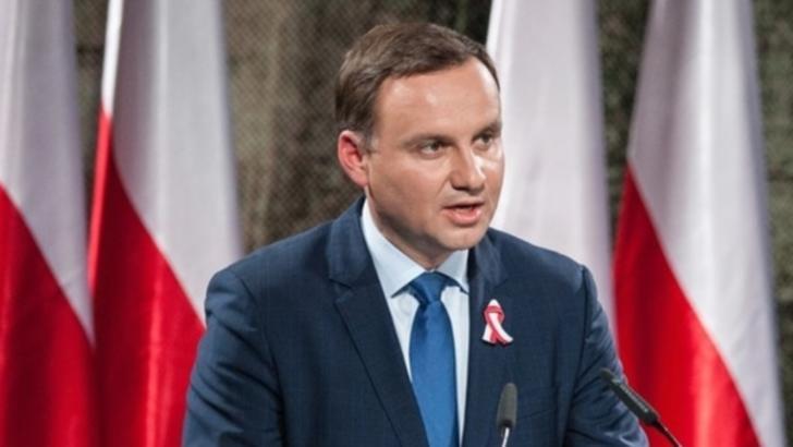Andrzej Duda, aliat al partidului naţionalist Lege şi Justiţie (PiS) aflat la guvernare, a câştigat 45,73% din sufragii.