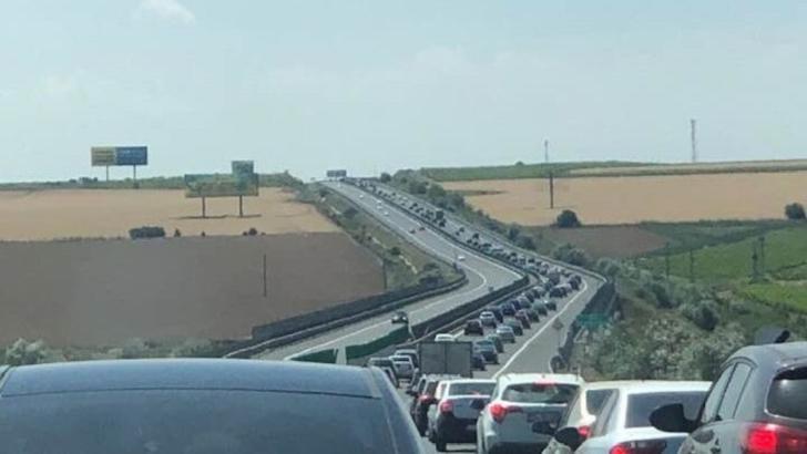 Trei drumuri sunt blocate, în această dimineață - Ce se întâmplă pe autostrada Soarelui, drumul spre mare