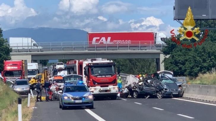 Detalii tulburătoare despre accidentul din Italia: șoferul conducea de 30 de ore. Câți români erau în mașină