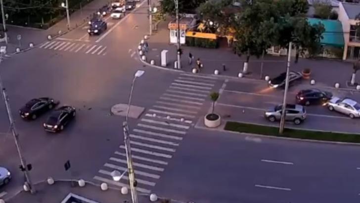 Accident spectaculos, cu 6 mașini, într-o intersecție din Capitală