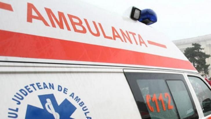 Copil de 2 ani, salvat după ce a căzut de la etaj