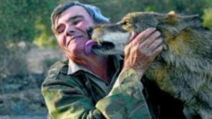 Bărbatul crescut de lupi, mesaj terifiant pentru oameni. Ireal ce au fost în stare să-i facă!