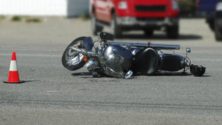 Motociclist mort, jefuit în drum spre morgă