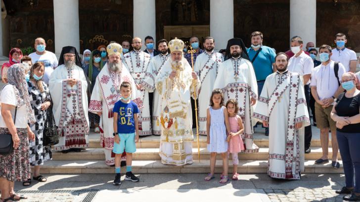 Patriarhul Daniel, mesaj pentru credincioși: Îi felicităm pe toţi cei care poartă mască şi păstrează distanţa Foto: Basilica.ro