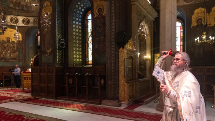 Duminică se redeschid bisericile pentru slujbe. Ce condiții trebuie să respecte credincioșii