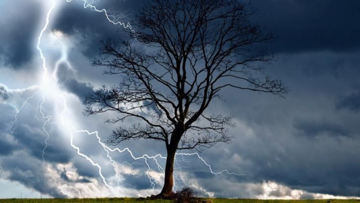 Alertă meteo. COD PORTOCALIU de fenomene meteo EXTREME. Furtuni, ploi torențiale și vijelii