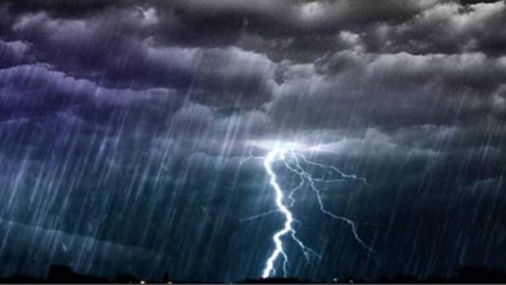 COD PORTOCALIU de instabilitate atmosferică accentuată: furtuni, ploi torențiale și vijelii