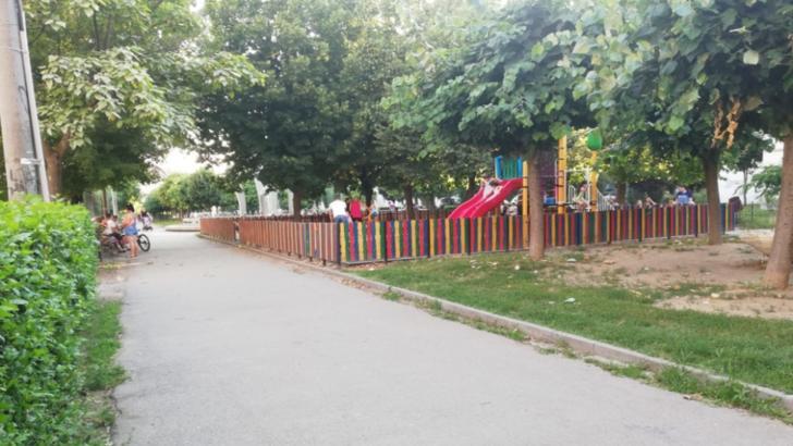 Părinții și bunicii ignoră regulile: locurile de joacă din Craiova sunt pline de copii