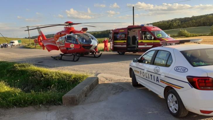 FOTO   Accident în județul Cluj: copil de 8 ani lovit de mașină! A fost solicitat elicopter SMURD
