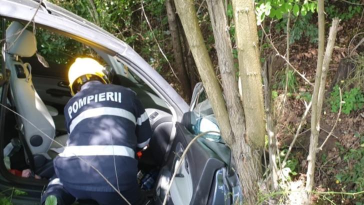 Foto | Accident spectaculos pe DN 72. Două persoane transportate la spital