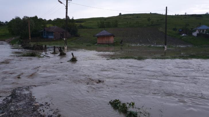 Pompierii suceveni, misiuni de evacuare a apei în Sucevița, Siret și Vatra Dornei