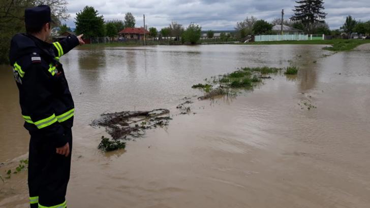 Alertă în toată țara: vreme severă. Două diguri din Ucraina s-au rupt: autoritățile așteaptă viitura
