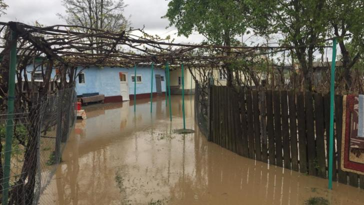 Inundațiile au făcut prăpăd în țară: șosele înghițite de ape, oameni evacuați / Foto: Arhivă