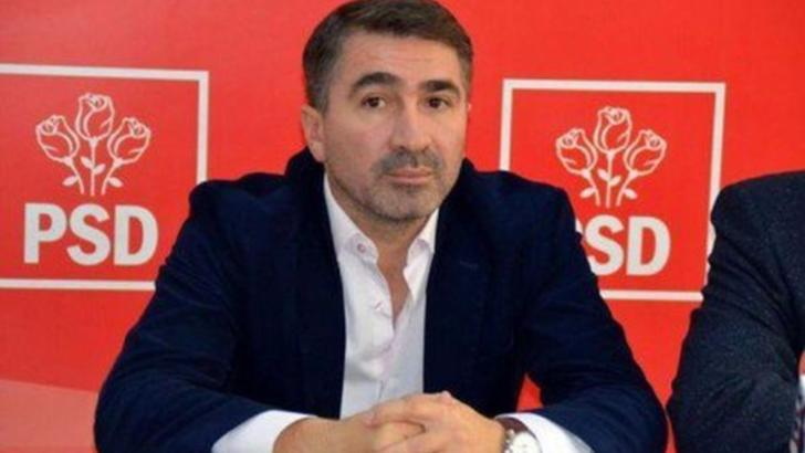 Liderul PSD Neamț, Ionel Arsene, acuzat de mai multe fapte de corupție, păsuit de instanță
