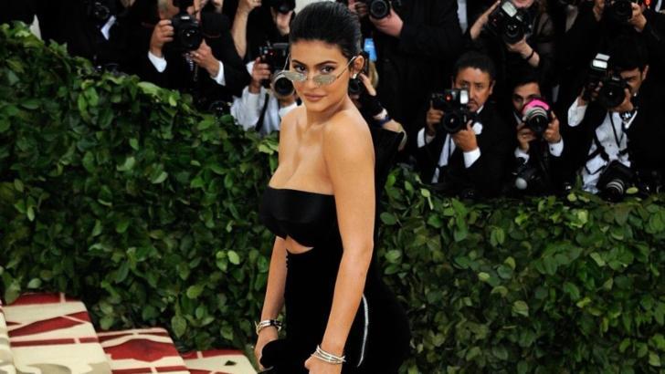 Kylie Jenner e furioasă. Forbes a decis să-i retragă titlul de miliardară