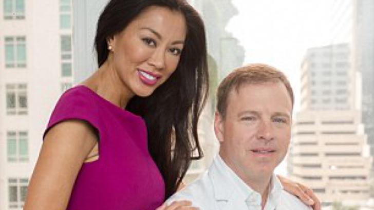 Un chirurg plastician îşi operează soţia de peste 14 ani ca să o facă