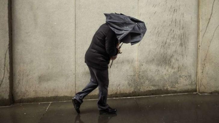 Alertă meteo de ultimă oră. Este cod PORTOCALIU de furtuni și vijelii