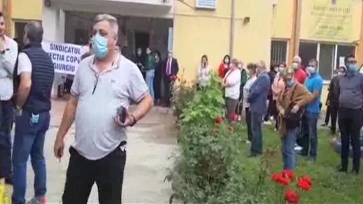 Protest in plina pandemie: Angajatii DGASPC Giurgiu au iesit in strada. Afla MOTIVELE