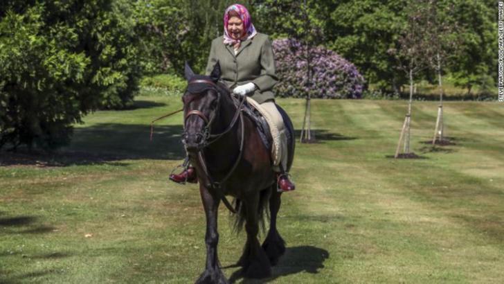 Regina Elisabeta a II-a , prima apariție după izolarea la Windsor din cauza epidemiei de coronavirus Foto: CNN