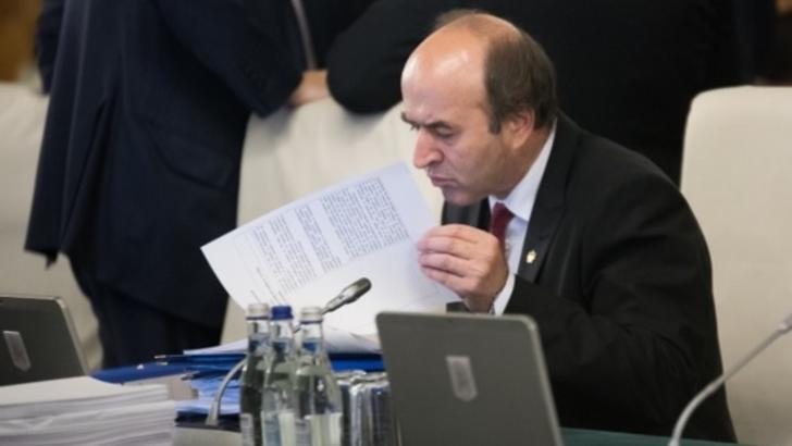 Presiuni la un ministru important, în direct la Realitatea PLUS. SMS-ul primit de la Tudorel Toader, în timp ce făcea dezvăluiri despre caracatița din PSD