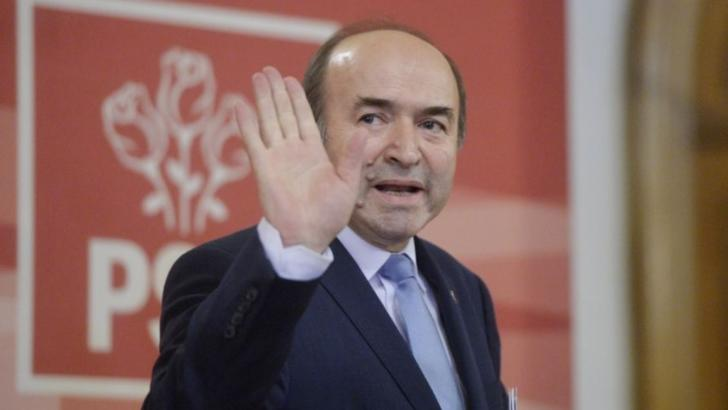 """100% TU DECIZI! Tudorel Toader, procuror comunist, apoi ministrul lui Dragnea care a """"executat-o"""" pe Kovesi la comandă"""