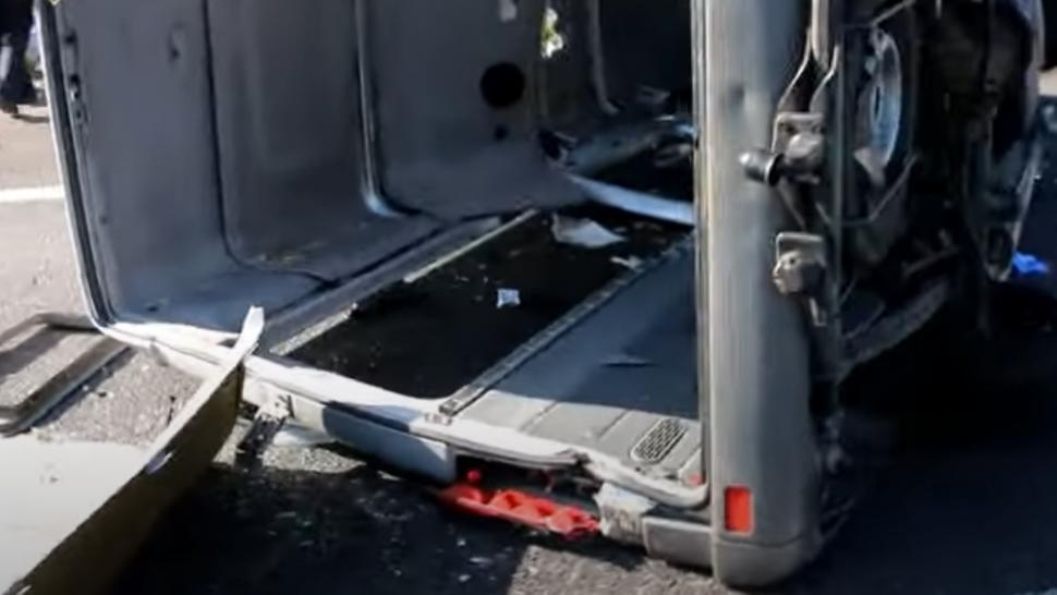 Un microbuz cu români, accident GRAV în Ungaria: o femeie a murit și alte opt persoane au fost rănite