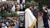 Puhoi de oameni la biserica Sf. Ilie din Pitești / foto: ziaruldearges.ro