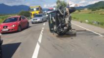 FOTO + VIDEO Accident grav în județul Bistrița Năsăud, 4 oameni răniți, a intervenit elicopterul SMURD