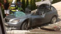 Accident teribil: un tânăr a murit, după ce un stâlp i-a căzut pe mașină