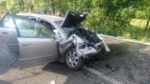 FOTO + VIDEO Accident teribil în județul Suceava, un autoturism spulberat de un TIR