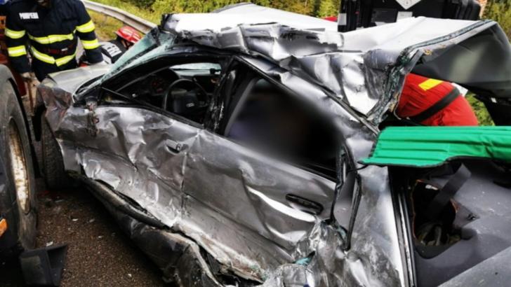 FOTO: Angajat al Consiliului Județean Bistrița-Năsăud, mort într-un accident rutier violent, în Pasul Tihuța