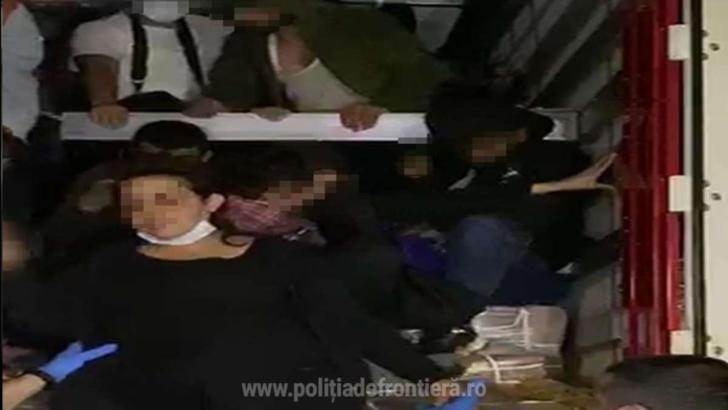 48 de imigranți, înghesuiți într-un TIR, descoperiți în timp ce încercau să treacă frontiera Nădlac