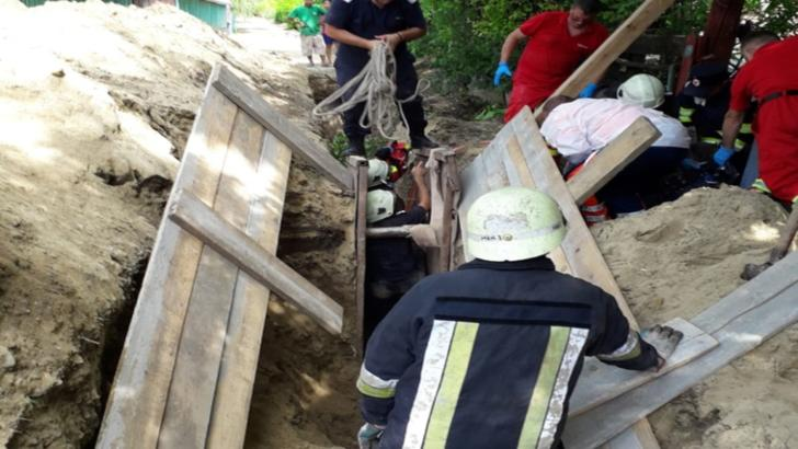 Un bărbat a murit după ce un mal de pământ s-a surpat peste el, în județul Vaslui
