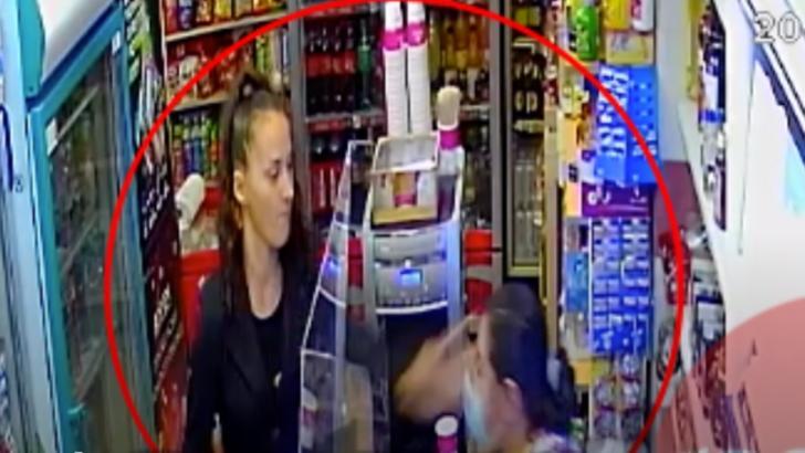 VIDEO Scenă șocantă într-un magazin din Baia Mare, vânzătoare pălmuită de o clientă căreia i-a cerut să-și pună mască (sursă: ActualMM)