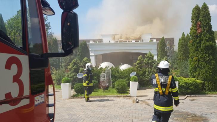 Incendiu violent, la un club din Otopeni: intervenție în forță a pompierilor