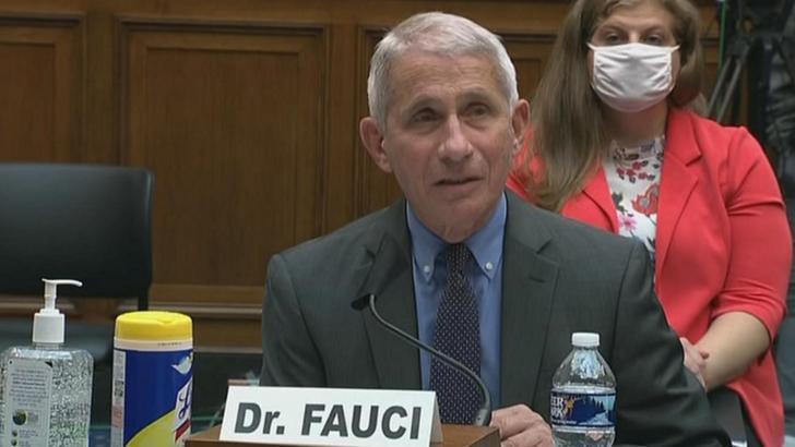 Anthony Fauci avertizează: Situația din SUA chiar nu e bună. Tinerii NU ar trebui să se simtă invulnerabili!