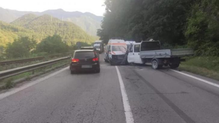 Accident grav pe Valea Oltului, o ambulanță implicată și șase oameni răniți (sursă IPJ Valcea)