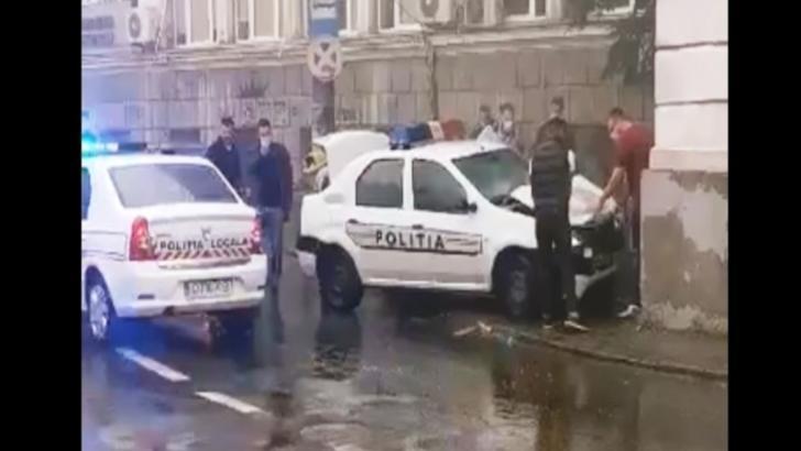 Accident cu autospeciala de poliţie. Un agent din Dolj a intrat într-un zid