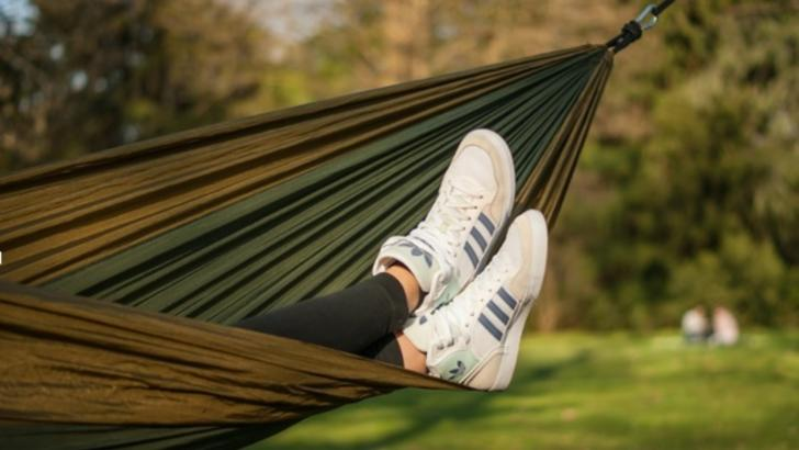 7 tipuri de pantofi sport, la modă pentru o vară călduroasă (P)