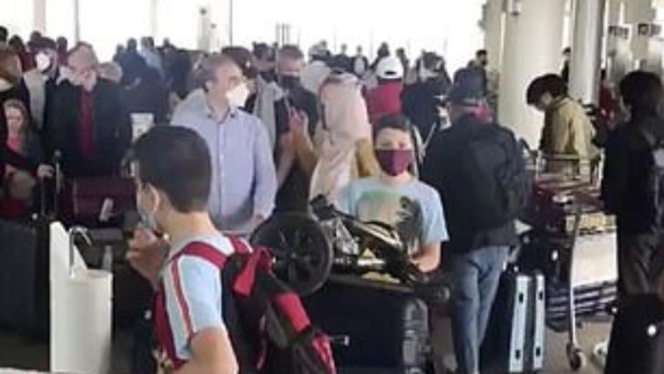 VIDEO Aglomerație infernală și distanțate socială zero pe aeroport londonez Heathrow