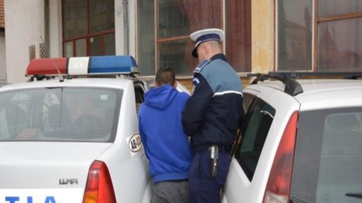 Șantajist din Iași, reținut de polițiști după ce a amenințat o tânără cu publicarea unor poze indecente pe internet