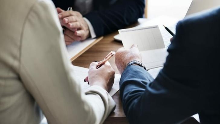 4 întrebări pe care să ți le pui înainte de a face un credit bancar (P)