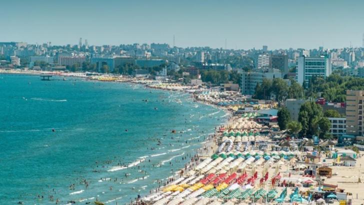 Noi reguli pe litoral. De la 1 august, masca de protecție devine obligatorie în aer liber, între orele 18.00-24.00