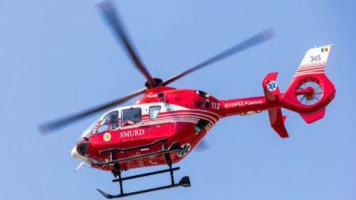 Un elicopter SMURD intervine pentru salvarea unui turist din Munții Făgăraș